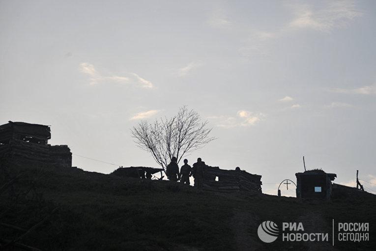 Карабахские военные на первой линии обороны