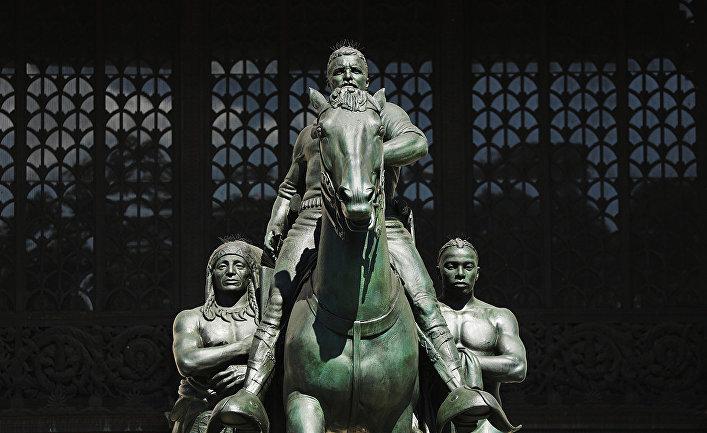 Памятник Теодору Рузвельту, распложенный в Нью-Йорке рядом с Музеем естественной истории