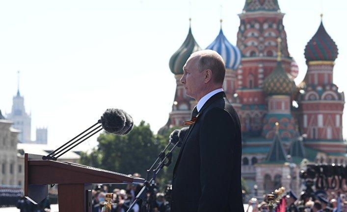 Президент РФ В. Путин принял участие в военном параде в ознаменование 75-летия Победы