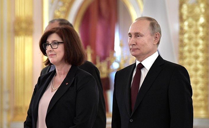 Президент РФ Владимир Путин принял верительные грамоты у посла Канады госпожи Элисон Леклэр 5 февраля 2020 года