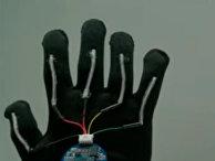 Перчатка, которая переводит в режиме реального времени язык жестов