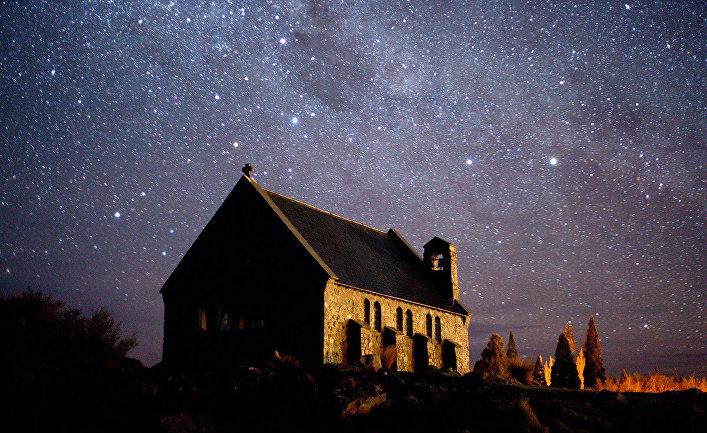 Каменная часовня на озере Текапо в Новой Зеландии