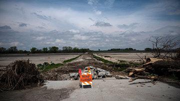 Разрушенная наводнением дорога в штате Небраска, США