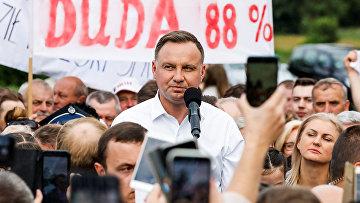 Президент Польши Анджей Дуда встретился с местными жителями в Одживоле