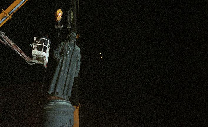 Демонтаж памятника Ф.Э.Дзержинскому