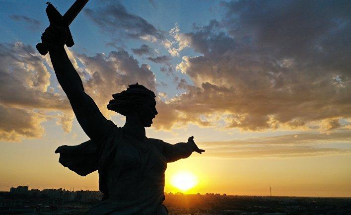 """Торжественное открытие монумента """"Родина-мать зовет!"""" после реставрации"""