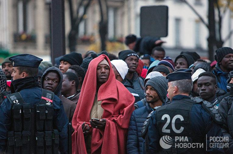 Эвакуация крупного лагеря мигрантов в Париже