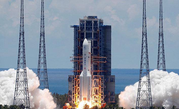 """Ракета """"Чанчжэн-5"""" с зондом """"Тяньвэн-1"""" взлетает с космодрома Вэньчан в провинции Хайнань, Китай"""