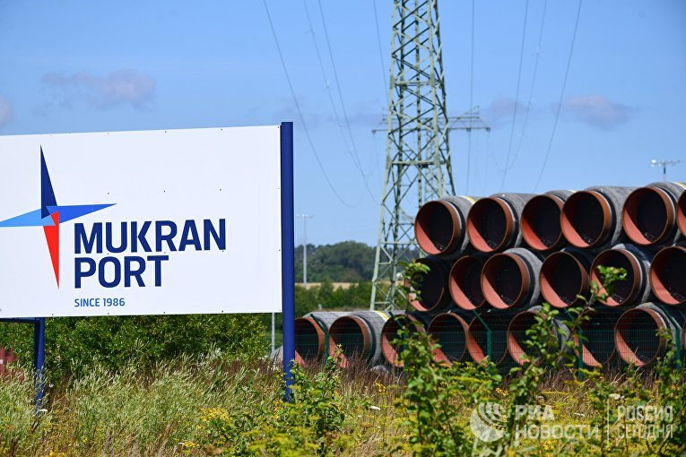 Трубы в немецком порту Мукран на острове Рюген
