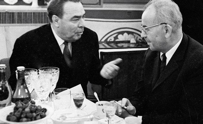 Леонид Брежнев и Густав Гусак