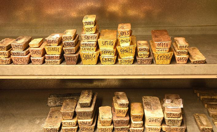 Слитки золота в хранилище