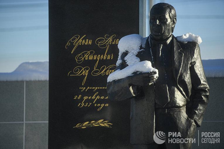Памятник на могиле криминального авторитета Аслана Усояна