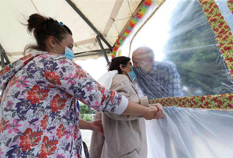 1 июля 2020. Визиты родственников в дом престарелых во время вспышки коронавируса, Бельгия
