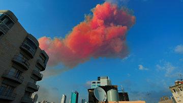 Дым после взрыва в Бейруте
