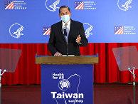 Министр здравоохранения и социальных служб США Алекс Азар выступает с речью в университете Тайбэя, Тайвань