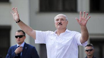 Президент Белоруссии Александр Лукашенко выступает на митинге