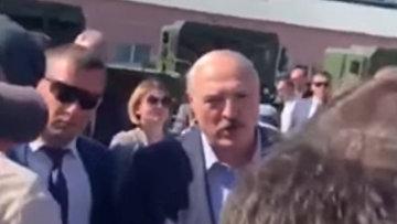 Лукашенко пообещал рабочим не избивать их