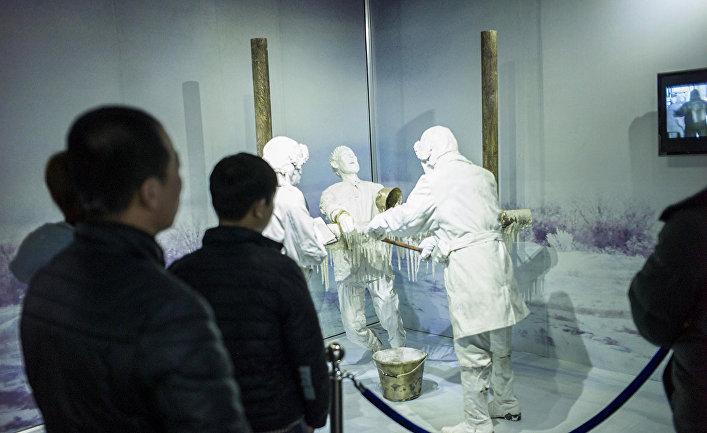 Экспонаты музея, изображающий эксперименты над человеком в музее Unit 731 в Харбине