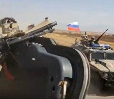 Российские военные протаранили американский броневик