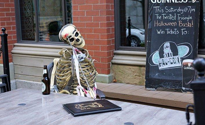 Скелет в баре