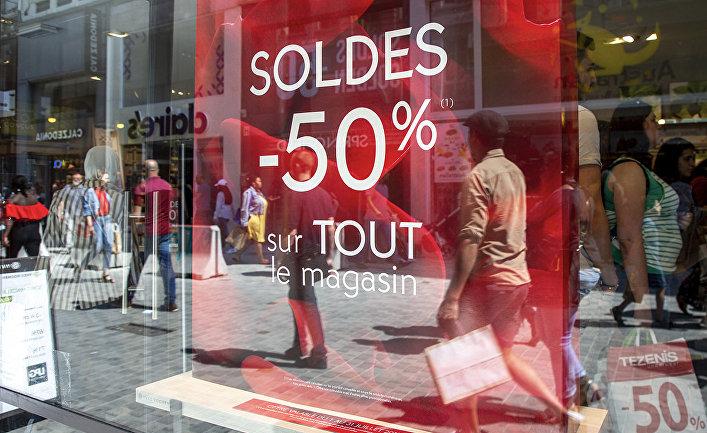 Распродажа в одном из магазинов в Брюсселе, Бельгия