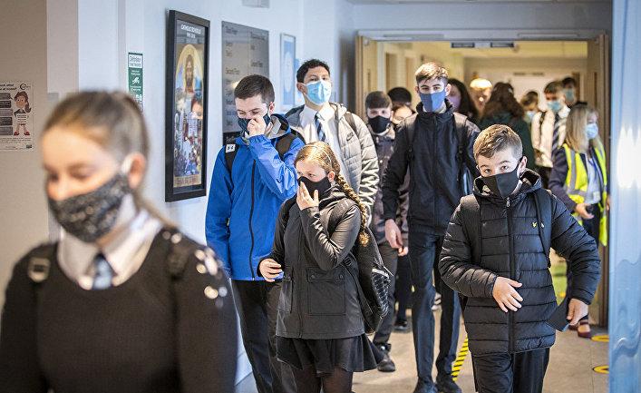 Учащиеся средней школы в Гуроке, Шотландия