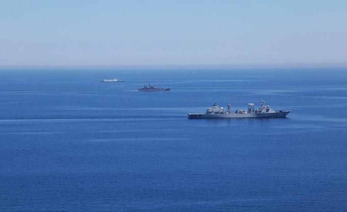 """Корабли ВМС России и Китая во время совместных военных учений России и Китая в Средиземном море """"Морское взаимодействие 2015"""""""