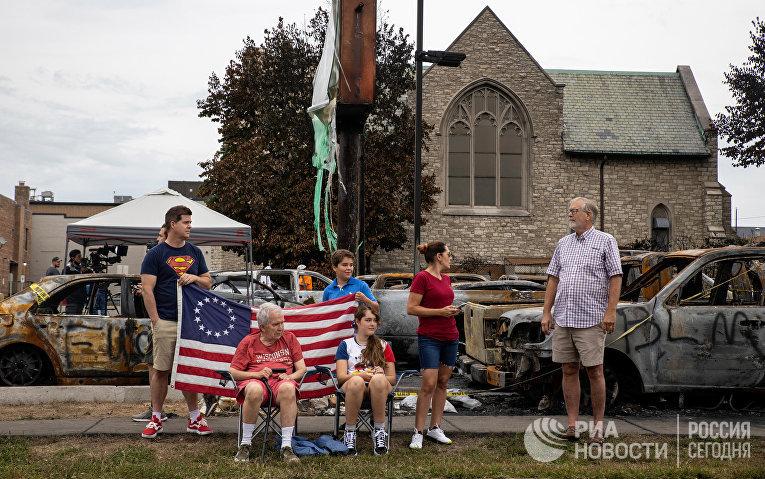 Жители Кеноши, Висконсин, готовятся к визиту Трампа