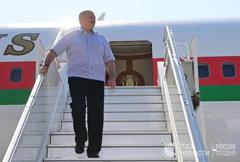 А. Лукашенко прибыл в Сочи на встречу с В. Путиным