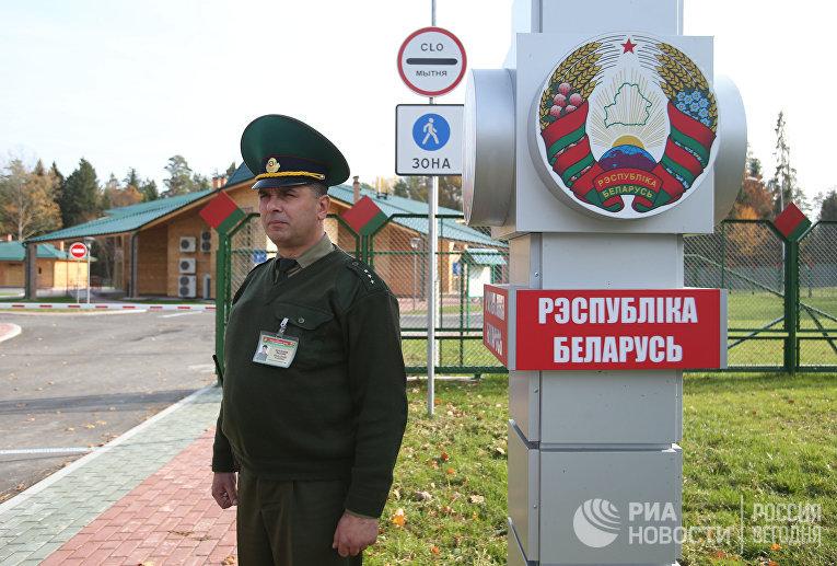 """Пограничный переход между Белоруссией и Польшей """"Переров"""""""