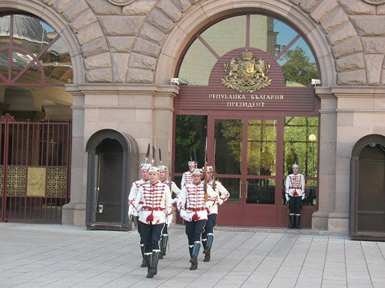 Смена караула у президентского дворца в Софии, Болгария