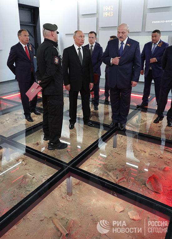 Президент РФ В. Путин и президент Белоруссии А. Лукашенко открыли Ржевский мемориал Советскому солдату
