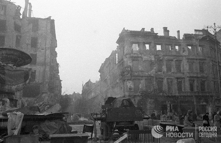 Разрушенный фашистами квартал в Будапеште во время Великой Отечественной войны