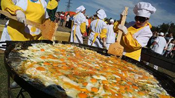 В Белгородской области приготовили самую большую яичницу в России
