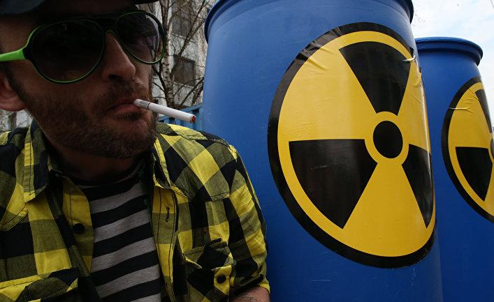 """Калининградские экологи из группы """"Экозащита!"""" отмечают годовщину аварии на Чернобыльской АЭС акцией против строительства Балтийской АЭС"""
