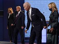 29 сентября 2020. Мелания Трамп, Дональд Трамп, Джо Байден и Джилл Байден после предвыборных дебатов в Огайо, США