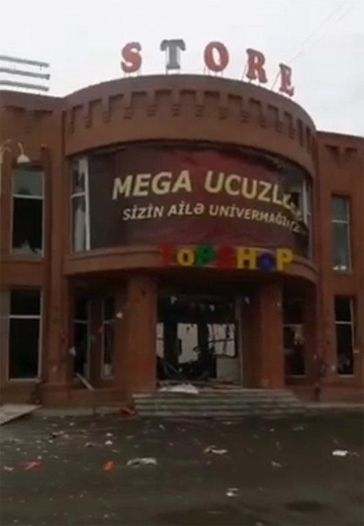 Сотни тысяч азербайджанцев бегут в глубь тыла
