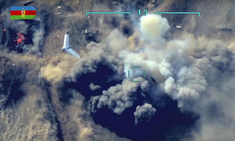 Кадр боевых действий с азербайджанского беспилотного аппарата