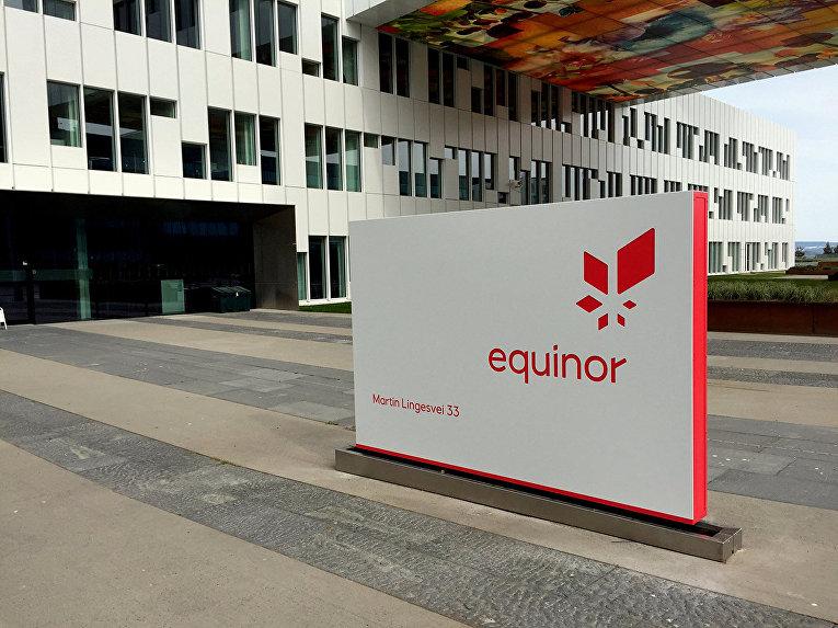 Логотип норвежской компании Equinor в штаб-квартире компании в Форнебу, Норвегия