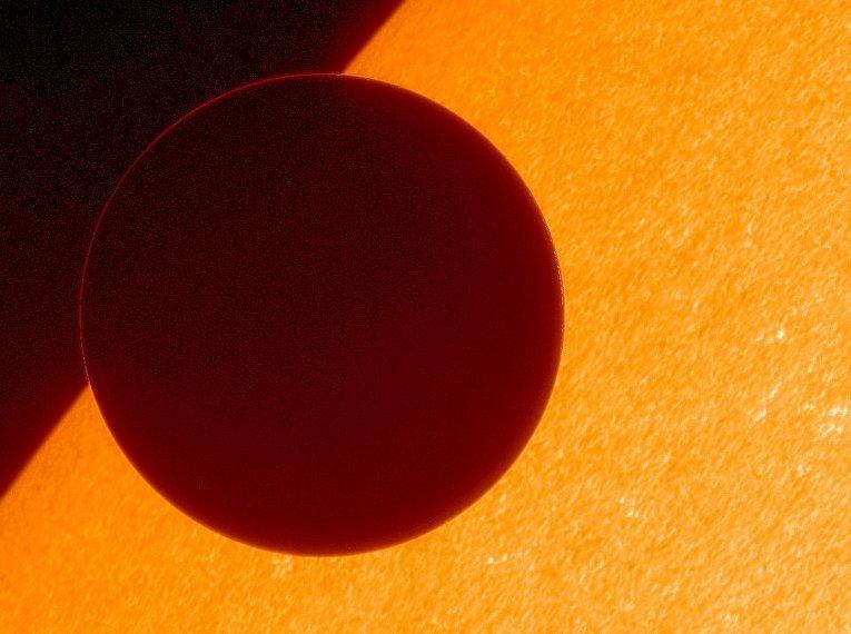 5 июня 2012. Венера на фоне Солнца, снимок сделан космическим аппаратом Hinode