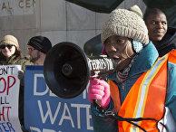 Жители Детройта простестуют против массовых отключений воды за неуплату в домах малоимущих
