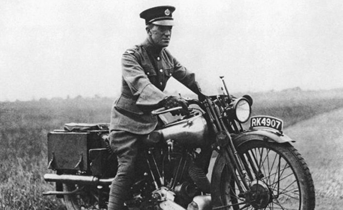 Лоуренс Аравийский на мотоцикле