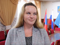 Победившая на выборах уборщица Марина Удгодская приступила к работе