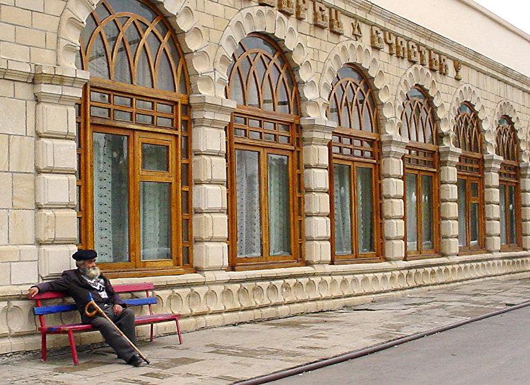 Местный житель в горной деревне Красная Слобода, столице кавказских горских евреев в Азербайджане