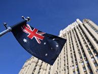 Государственный флаг Австралии на автомобиле посольства у здания министерства иностранных дел РФ