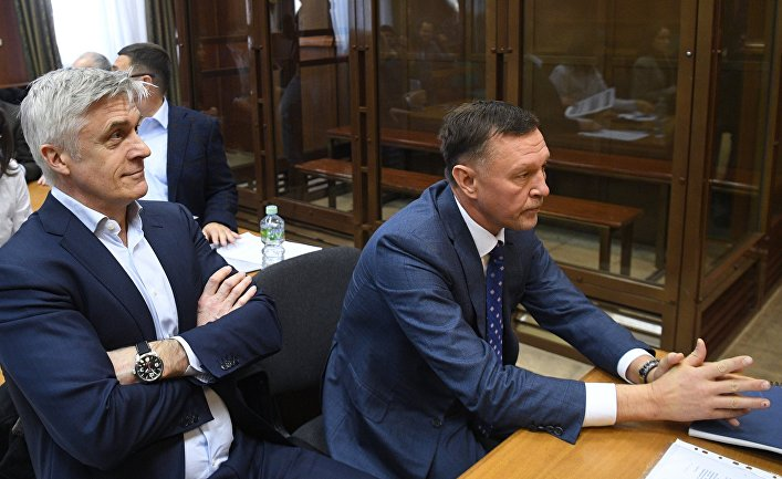 Рассмотрение ходатайства следствия о продлении срока домашнего ареста М. Калви и Ф. Дельпалю