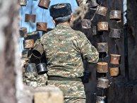 Военнослужащий на армяно-азербайджанской границе.