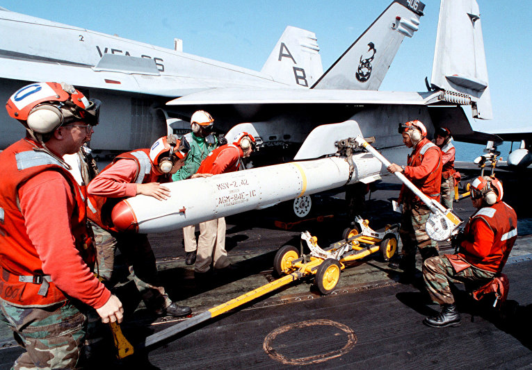Ракета SLAM на подвеске F/A-18C Hornet