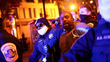 Полиция во время акции протеста в Вашингтоне