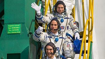 Члены экипажа МКС-63 космонавт Роскосмоса Анатолий Иванишин, астронавт НАСА Кристофер Кэссиди икосмонавт Роскосмоса Иван Вагнер (снизу вверх)